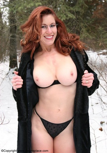 dawnallison-posing-sexy-in-the-snow